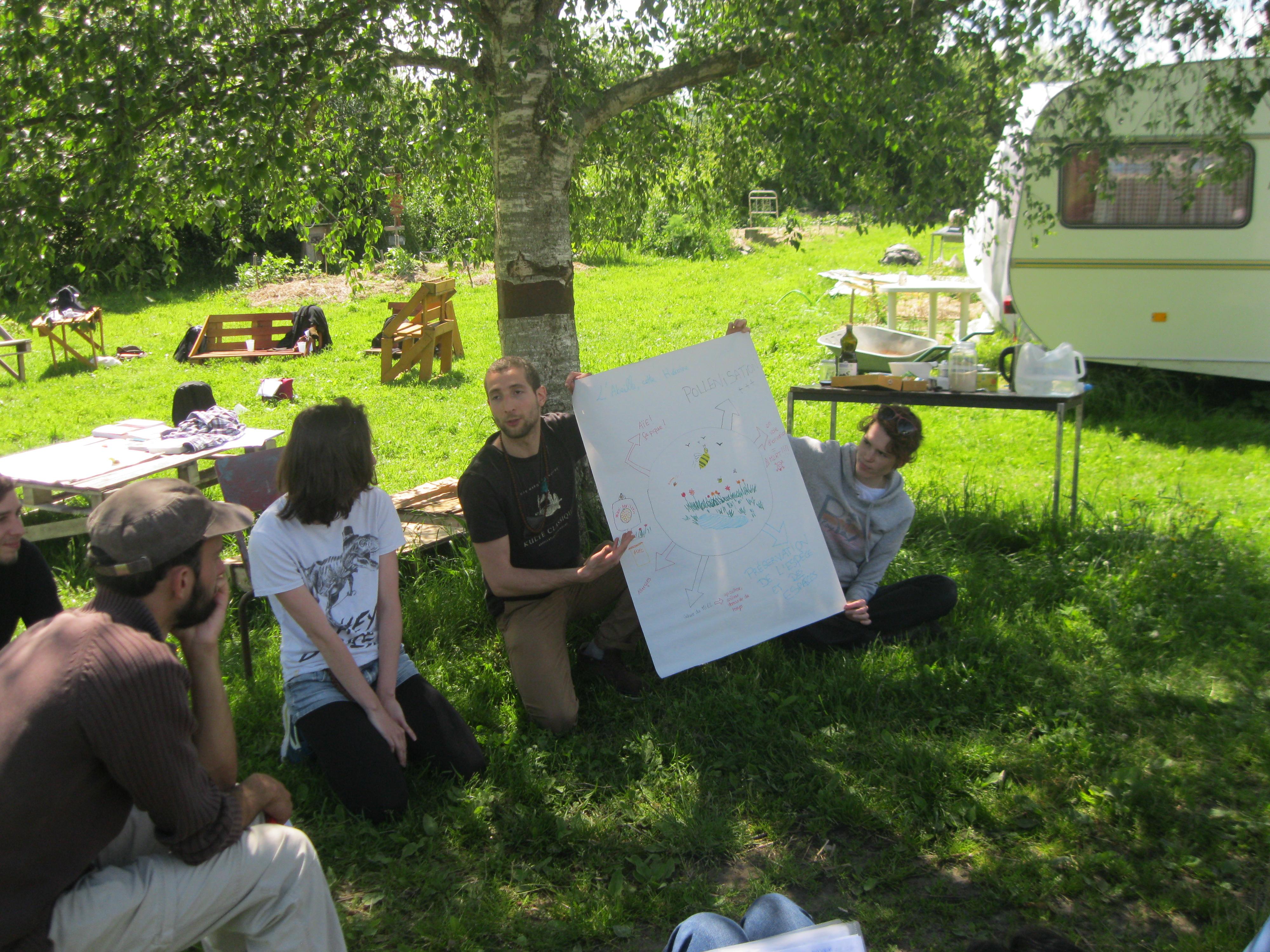 Une formation sur le jardin pour les volontaires en for Jardin service